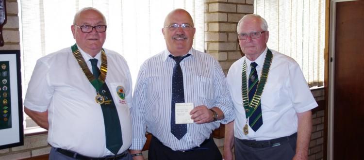 Southend Bowls Club Take Heart Cheque
