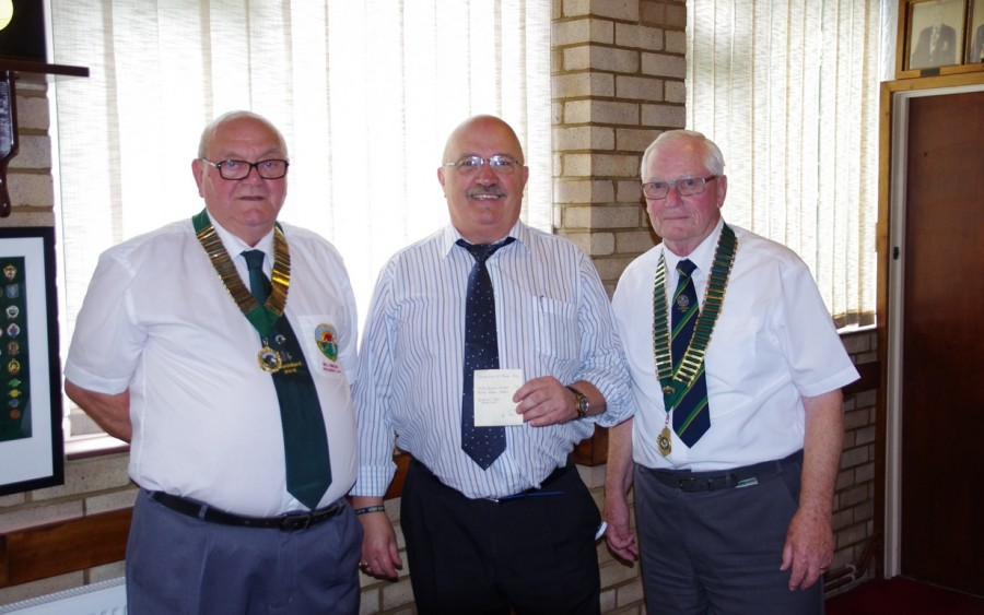 Southend Bowls Club Take Heart Cheque